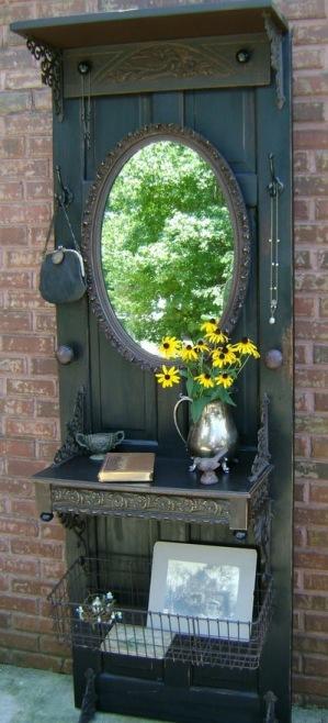 Eski Kapılardan Geri Dönüştürülmüş Yeni Ev Eşyaları Yaratmak